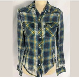 Roxy flannel shirt w mother of pearl buttons S
